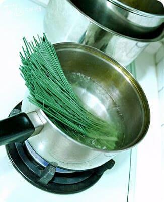 【懶人料理】夏日的涼麵季。藍藻麵&西施麵三風麵館麵食的專家輕鬆做涼麵(上) - 6
