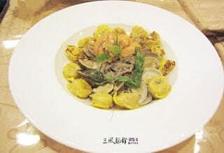 香蕉麵食譜-香蕉蛤蜊鮮蝦麵料理 - 1